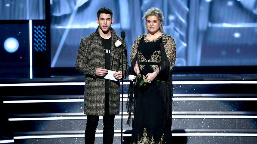 Nick Jonas und Kelly Clarkson bei den Grammys in NYC im Januar 2018