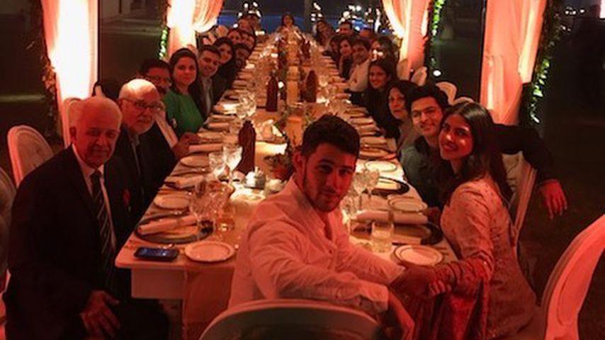Nick Jonas und Priyanka Chopra mit ihren Familien