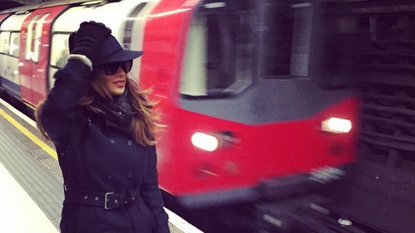 U-Bahn-Jungfrau? Nicole Scherzinger ganz verwirrt