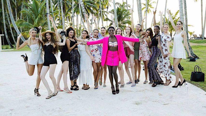 """Nikeata Thompson mit Michael Michalskys """"Germany's next Topmodel""""-Kandidatinnen"""