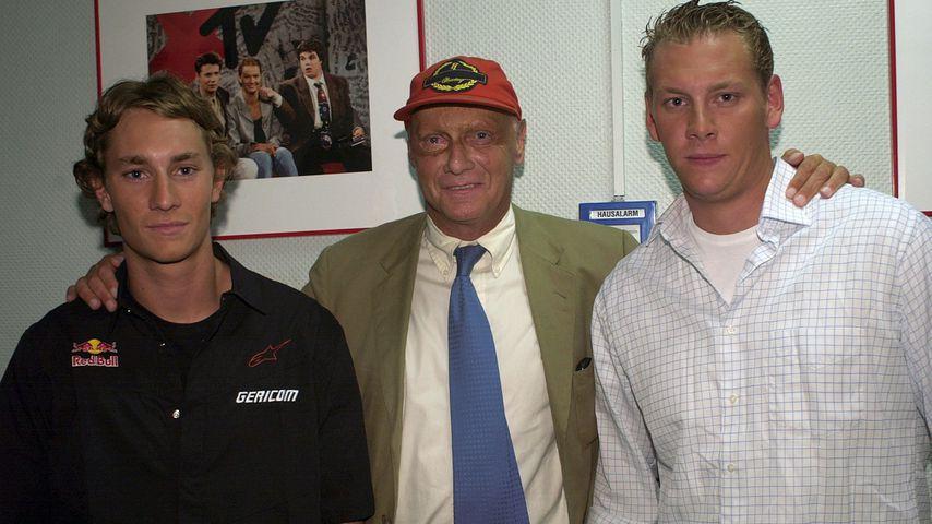 Niki Lauda (mitte) mit seinen Söhnen Mathias und Lukas