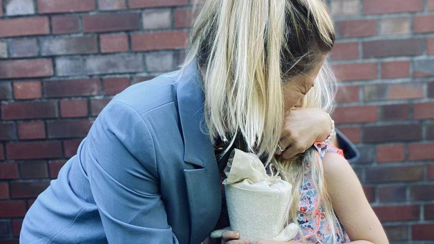 Flauschige Tüte: Nina Botts Tochter Luna wird eingeschult