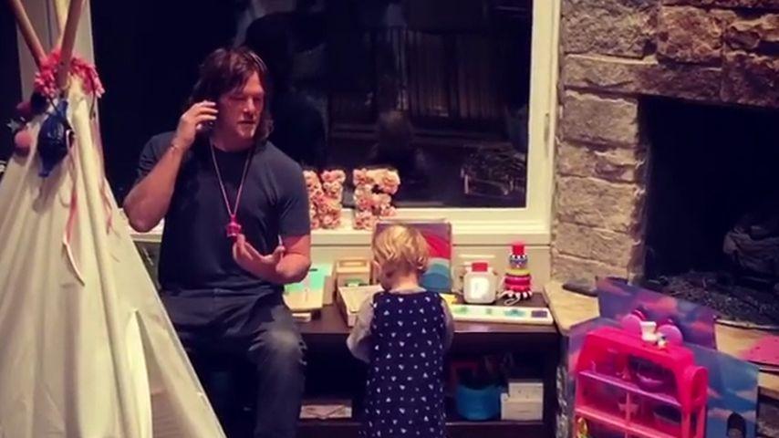 Norman Reedus mit seiner Tochter im November 2020