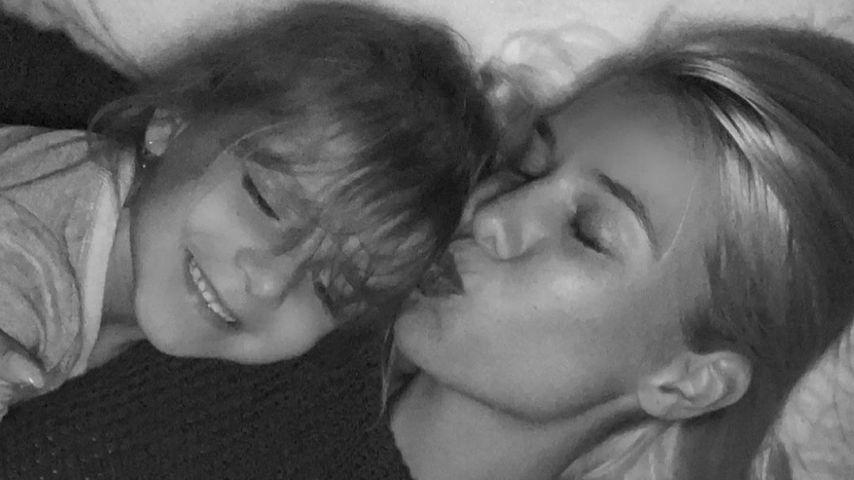 Oksana Kolenitchenko mit ihrer Tochter Arielle im April 2021