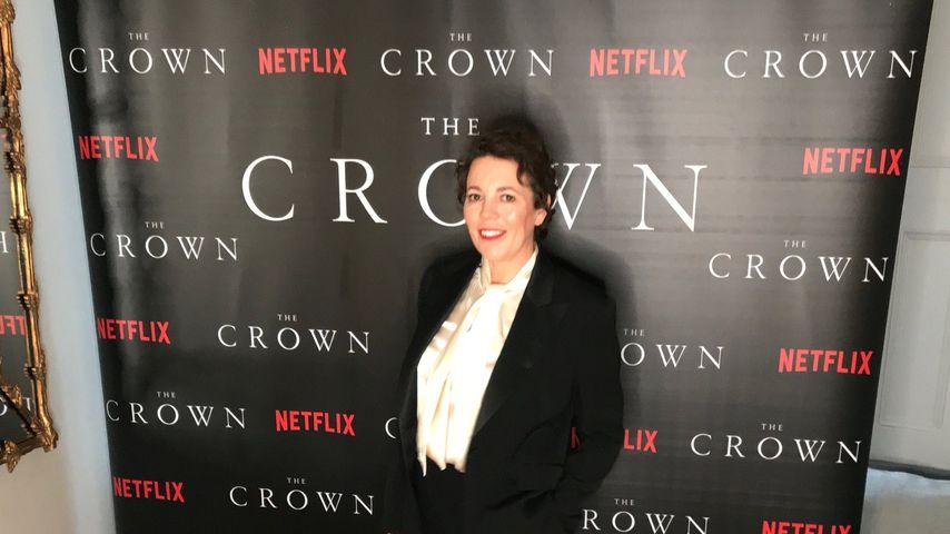 """Olivia Colman zu Hause bei der """"The Crown""""-Premiere"""