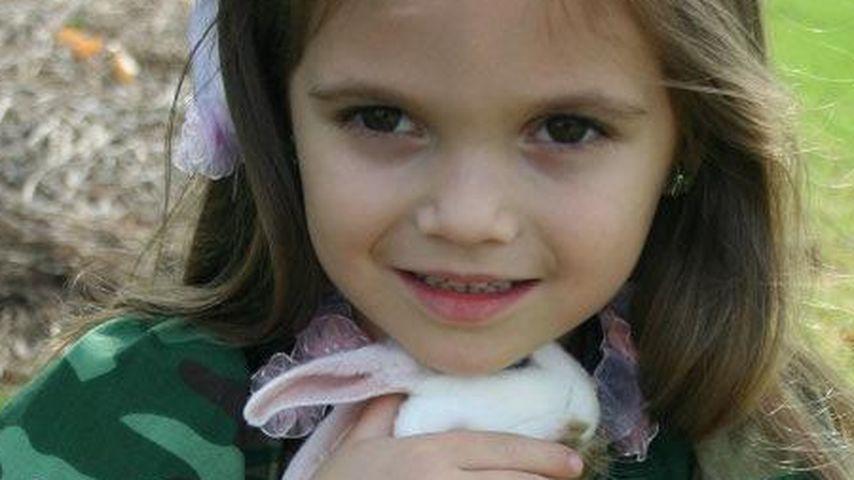 Toddlers-Star: Ausgestopfter Hase im Kinderzimmer!