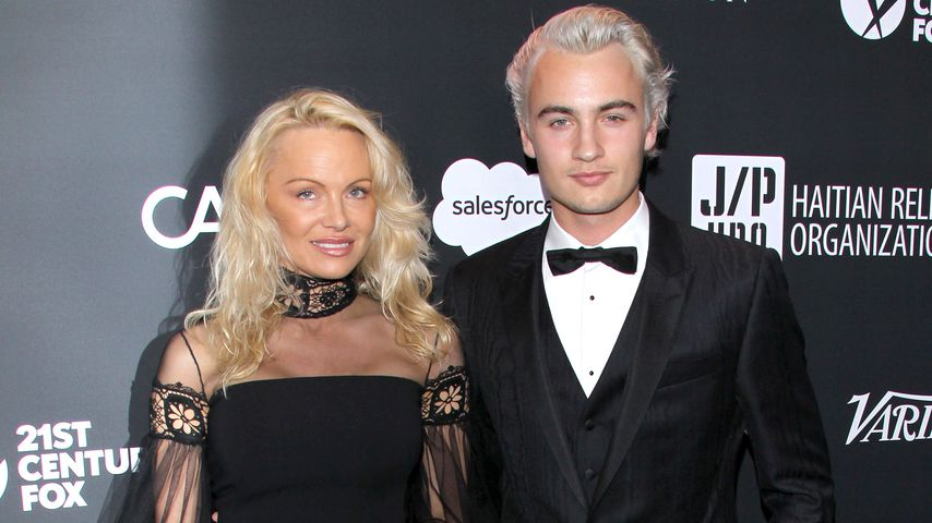 Pamela Anderson mit Sohn Brandon Thomas Lee bei Sean Penns jährlicher Haiti-Gala in Beverly Hills