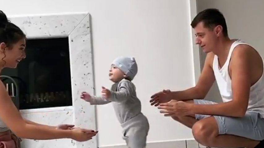 Von Papa zu Mama: Paola Marias Leo kann schon laufen