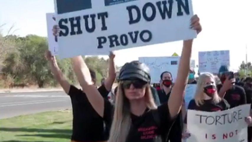 Paris Hilton bei der Demo gegen ihr früheres Internat, Oktober 2020