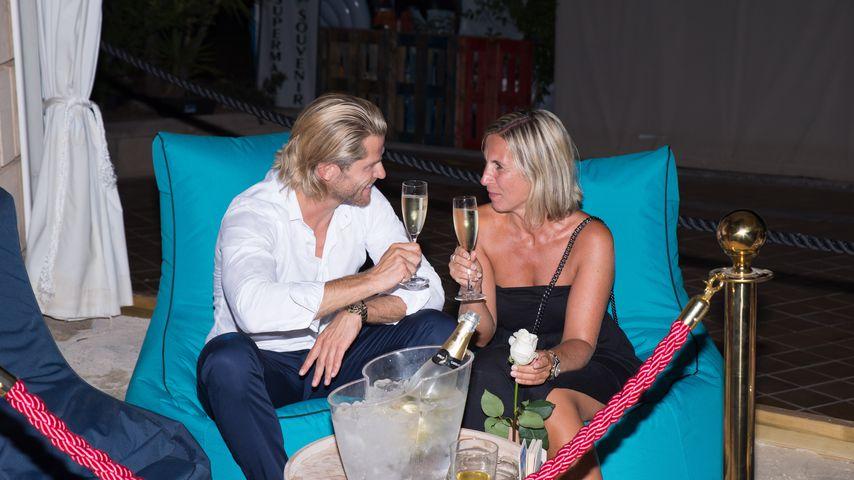 Erwischt! Mit wem flirtet Ex-Bachelor Paul Janke denn hier?
