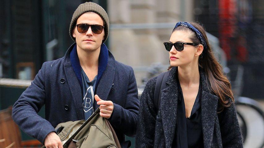 Paul Wesley und Phoebe Tonkin in New York