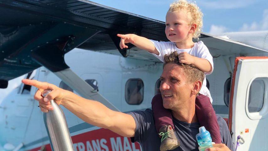 Mit Emil-Ocean auf dem Arm: Peer Kusmagk stürzt ins Wasser