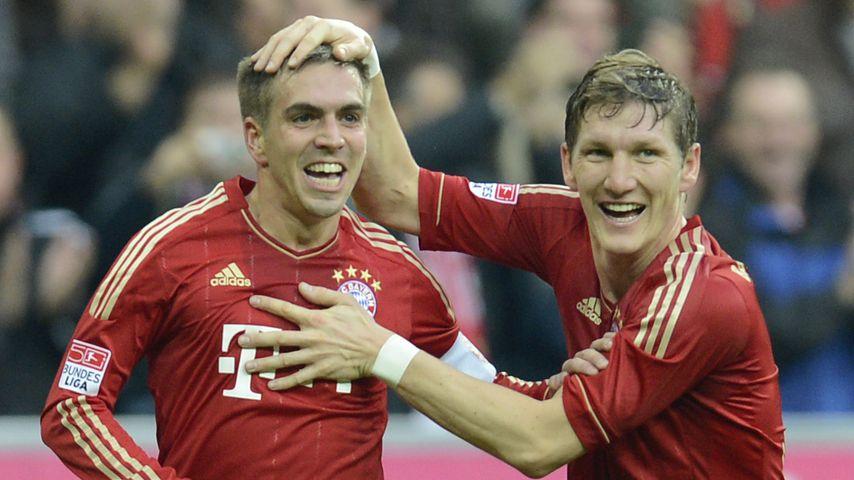 Philipp Lahm und Bastian Schweinsteiger bei einem Spiel des FC Bayern München 2012