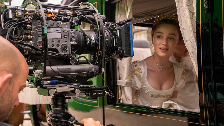 "Phoebe Dynevor bei den Dreharbeiten zu ""Bridgerton"""