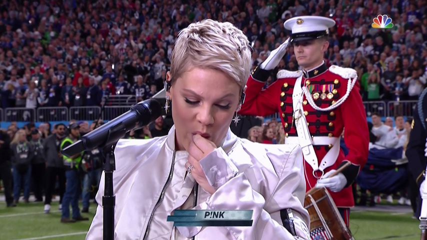 Kaugummi-Panne & Family-Support: Pink rockt den Super Bowl
