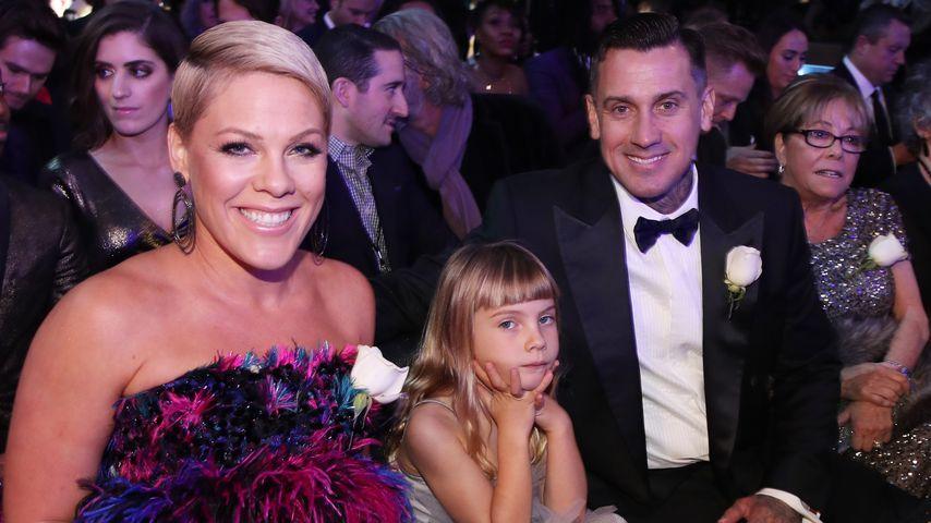 Pink, Tochter Willow und Gatte Carey Hart bei der Grammy-Verleihung 2018