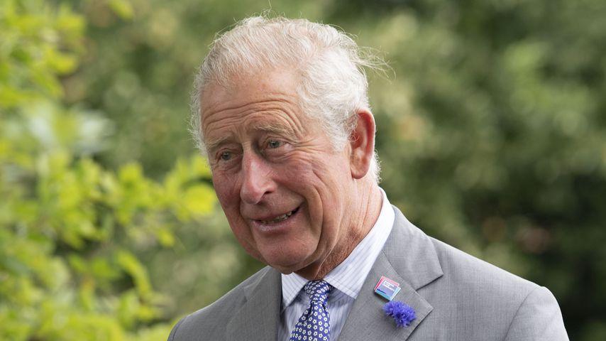 Schockmoment: Mann wird direkt vor Prinz Charles ohnmächtig