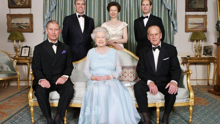 Prinz Charles, Prinz Andrew, Queen Elizabeth II., Prinzessin Anne, Prinz Edward und Prinz Philip