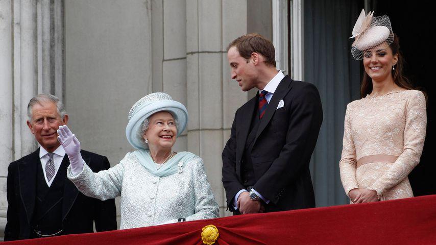 Prinz Charles, Queen Elizabeth II., Prinz William und Herzogin Kate, 2012