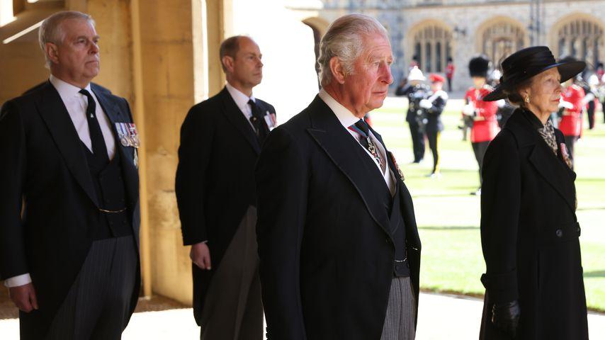 Erste Bilder: Charles, William und Co. trauern um Philip