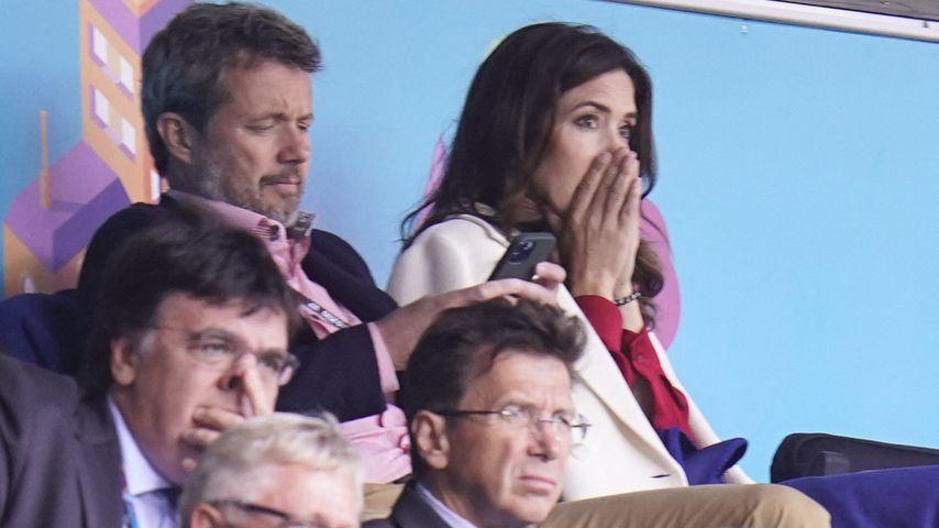 Prinz Frederik und Prinzessin Mary während des Spiels zwischen Dänemark und Finnland während der EM