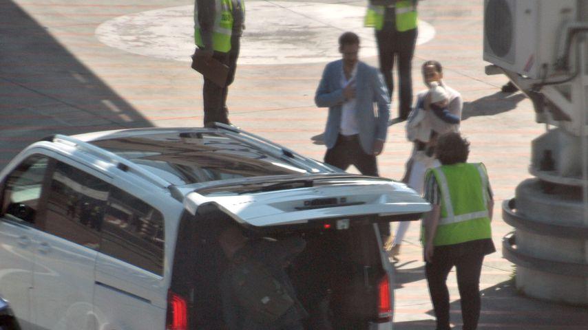Prinz Harry, Herzogin Meghan und Archie bei ihrer Ankunft in Afrika
