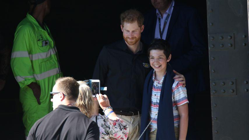13-jähriger Junge traf Harry und schenkte ihm Diana-Krone!