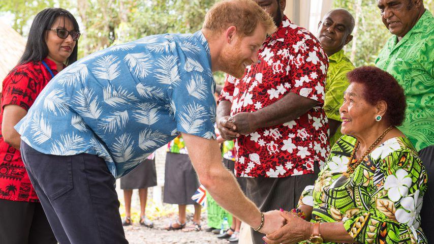 Wie süß: Prinz Harry trifft alte Angestellte der Queen!