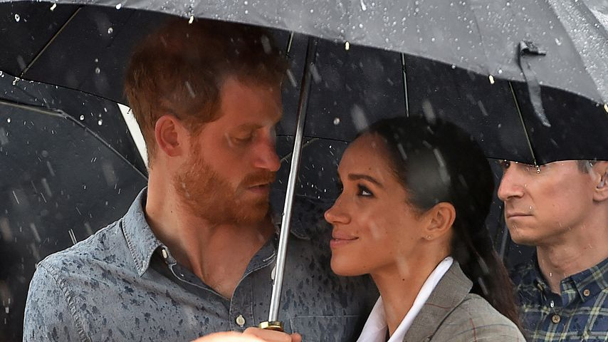 Durchnässt? Egal! Harry & Meghan sind sooo verliebt im Regen