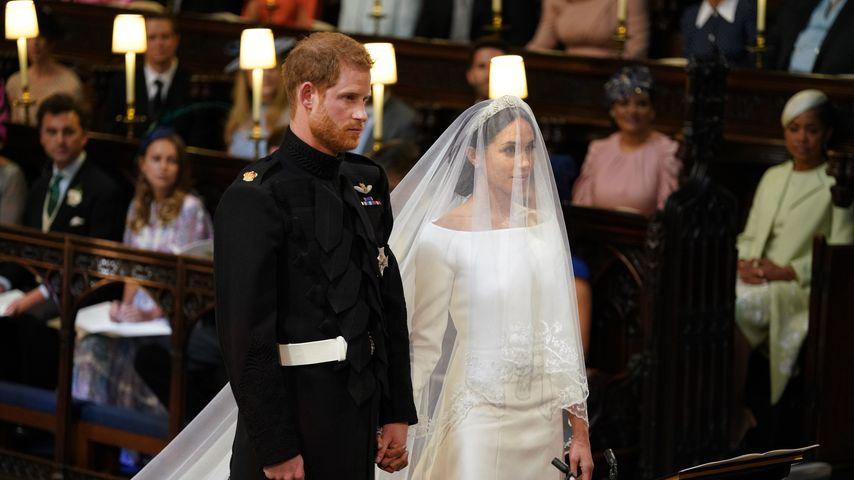 Offiziell verheiratet: Harry & Meghan verliebt vor dem Altar