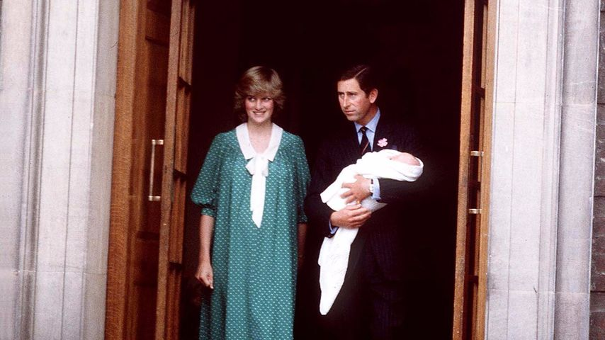 Lady Di und Prinz Charles mit Prinz William kurz nach seiner Geburt 1982