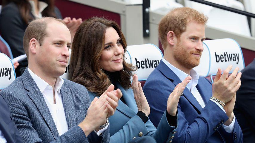 Prinz William, Herzogin Kate und Prinz Harry bei einer Zeremonie in London