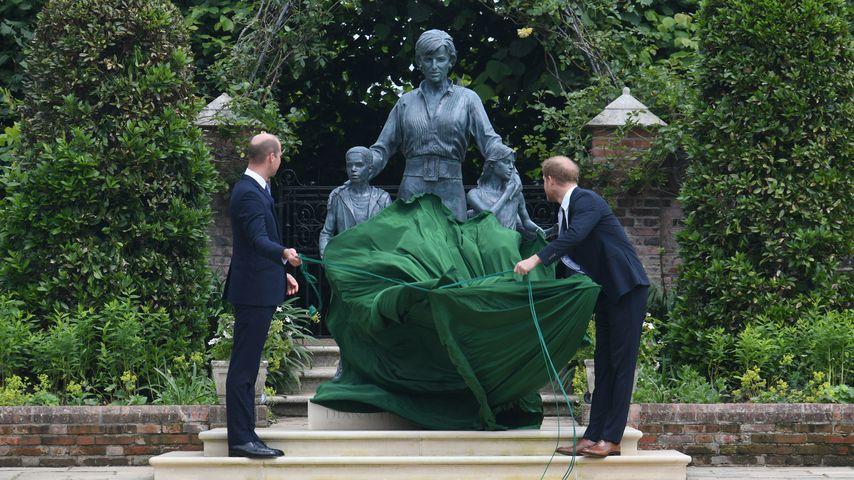 William und Harry enthüllen die Diana-Statue – alle Details!