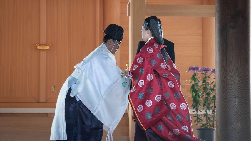 Prinzessin Ayako und der Priester bei ihrer Hochzeit