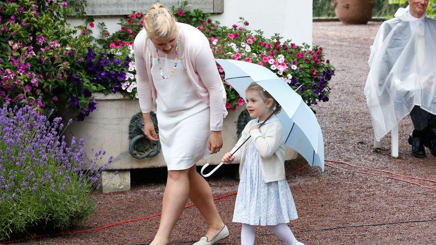 Hinter den Kulissen: Prinzessin Estelle kuschelt mit Oma Ewa