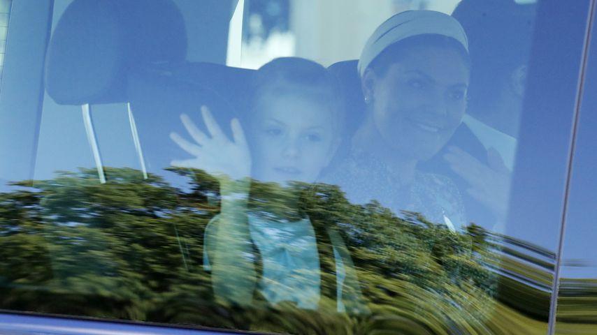 Prinzessin Estelle und Prinzessin Victoria von Schweden vor der Taufe von Prinzessin Adrienne