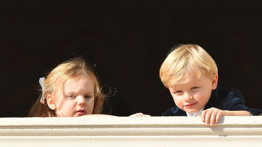 Prinzessin Gabriella und Prinz Jacques auf dem Balkon des Palastes