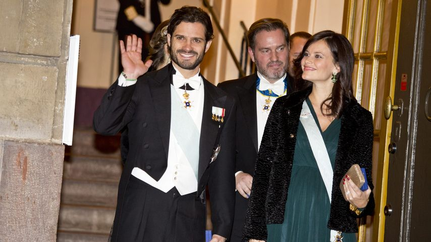 Rote Wangen, grünes Outfit: Prinzessin Sofia schön schwanger