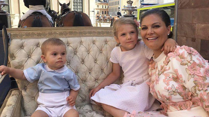 Bei Victorias Bday: Prinz Oscar verzückt mit ernster Miene!