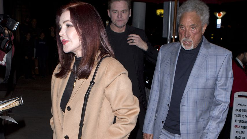 Plastic-Love: Tom Jones datet jetzt Priscilla Presley!