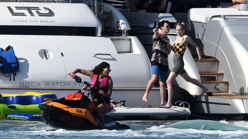 Priyanka Chopra und Joe Jonas mit Sophie Turner in Miami