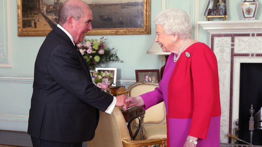 Cooler Style? Die Queen (93) überrascht in mutigem Farbmix!