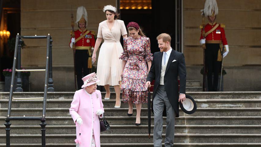 Queen Elizabeth II., Prinzessin Eugenie, Prinzessin Beatrice und Prinz Harry