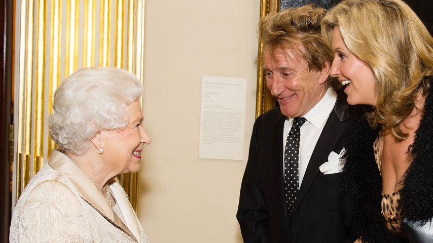 Queen Elizabeth II., Rod Stewart und Penny Lancaster in London