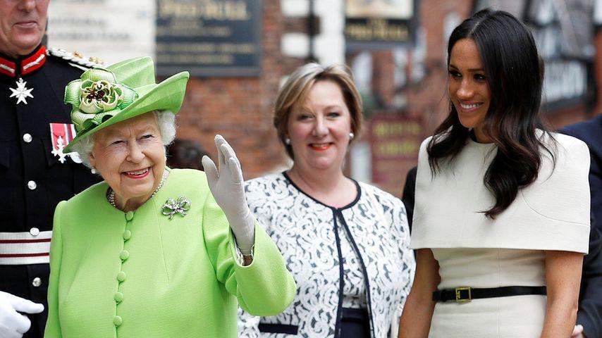 Queen Elizabeth II. und Herzogin Meghan im Juni 2018