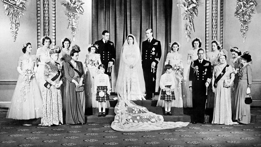Queen Elizabeth II. und ihr Mann Prinz Philip bei ihrer Hochzeit in London im November 1947