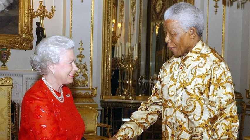 Queen Elizabeth II. und Nelson Mandela 2003