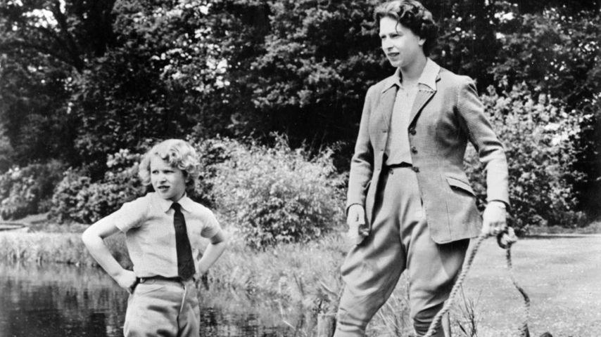 Queen Elizabeth und Tochter Prinzessin Anne im Jahr 1960