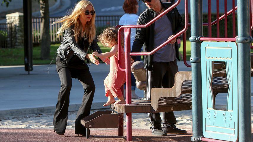 Ist DAS ein Spielplatz-Outfit? Rachel Zoe auf Mega-Heels!
