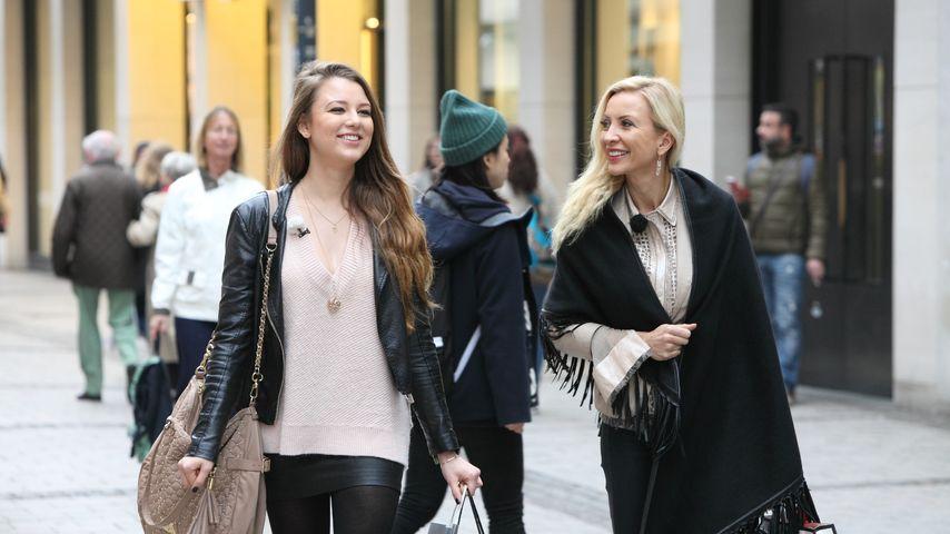 Ramona und Joelina Drews beim Shoppen